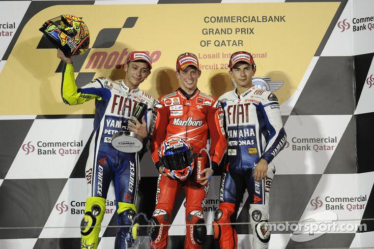 Подиум: победитель гонки - Кейси Стоунер, Ducati Marlboro Team, второе место - Валентино Росси, Fiat Yamaha Team, и третье место - Хорхе Лоренсо, Fiat Yamaha Team