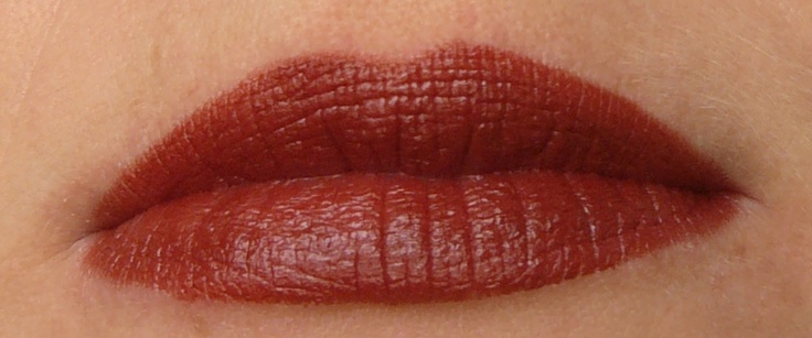 Halle Lip Colour and Earth Red Liner