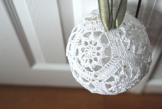 crochet baubles  Instructions @  http://creativecontroller.wordpress.com/category/crochet/  and @   http://www.ravelry.com/patterns/library/have-a-ball-3