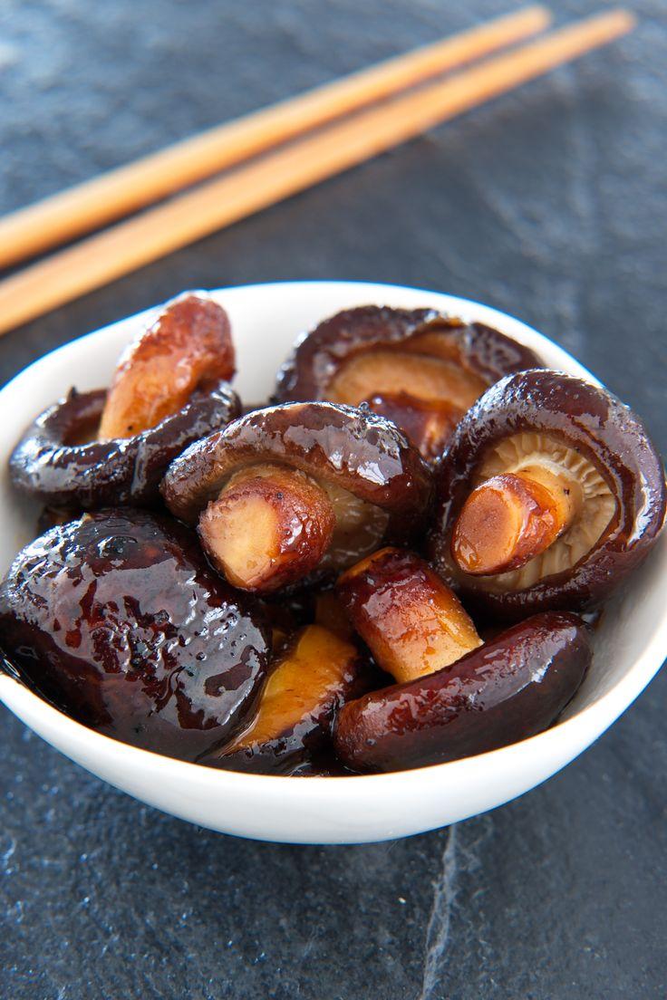 Magisk sopp på syretripp Smørstekt shiitake glasert med ponzusaus er en siderett med et fantastisk umamikick. Spis den som en snack, tapas eller til ris, du blir garantert frelst! http://www.gastrogal.no/ponzusaus/