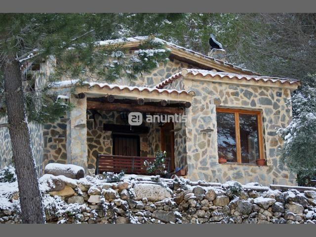 Vendo casa de monta a hecha de piedra y madera aislada con for Vendo casa madera