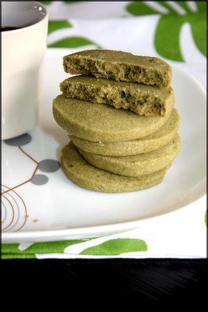 Sucré- Biscuits fondants au thé matcha. Ingrédients: 100 g de beurre salé à température ambiante- 70 g de purée d'amande blanche- 80 g de sucre glace- 4 càc bombée de thé matcha- 250 g de farine T 80- 2 cà s de fécule de maïs- 1/4 de càc de sel gris. Recette sur le site.