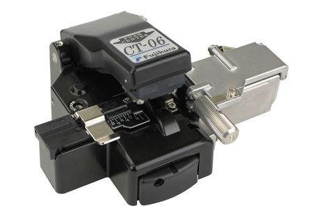 Fujikura FSM-70S Fiber Optic Splicing Machine with CT-06 Cleavers