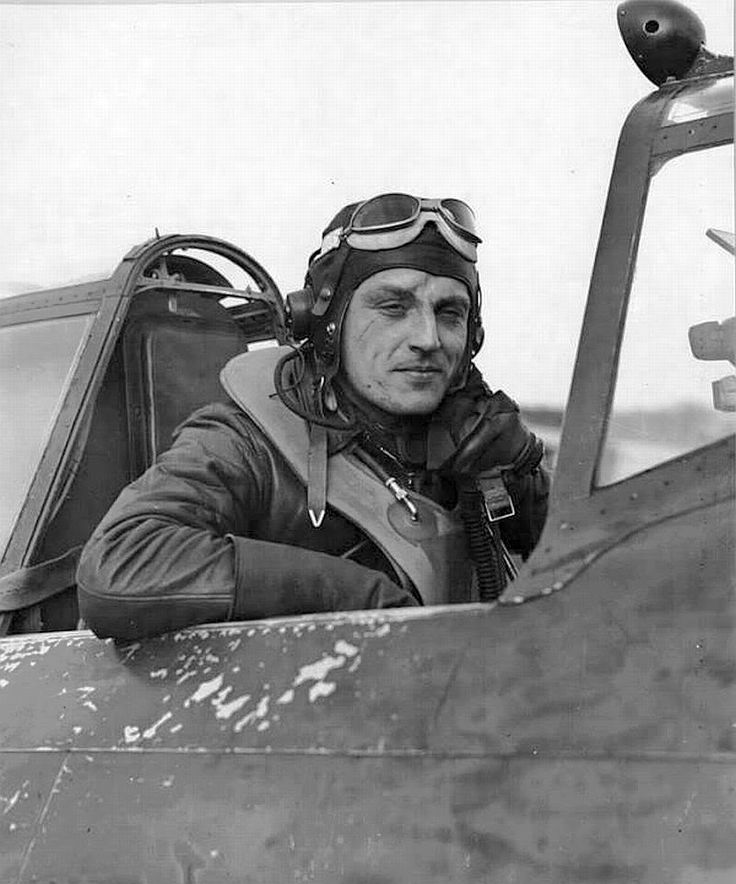 Mike Gladych, Polish fighter pilot in the RAF