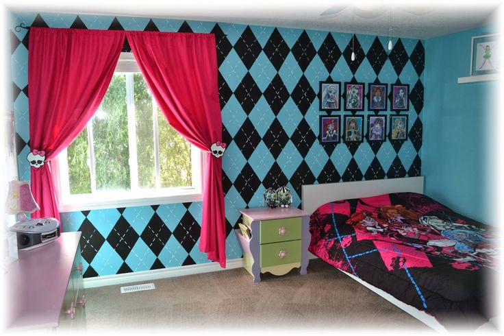 Monster high bedroom ideas! http://cakemomma79.blogspot.ca/2014/03/the-monster-high-bedroom.html
