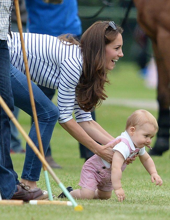 Πρίγκιπας George: Έκανε τα πρώτα του βήματα! | JoyTV