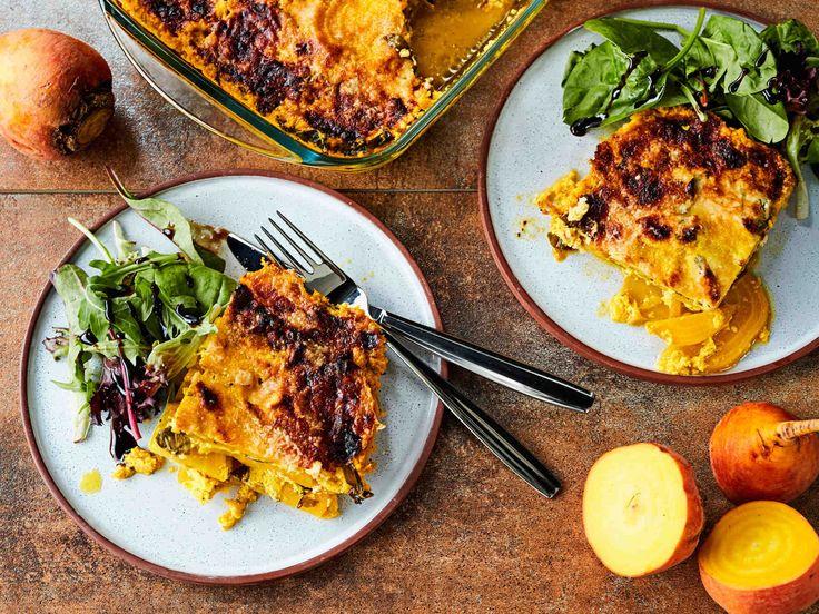 Kun lasagnelevyjen tilalla käyttää keltajuurta ja valkokastikkeena juustolla maustettua rahkaa, tulee lasagnesta helppo gluteeniton ruoka - raikkaan maun takaa...