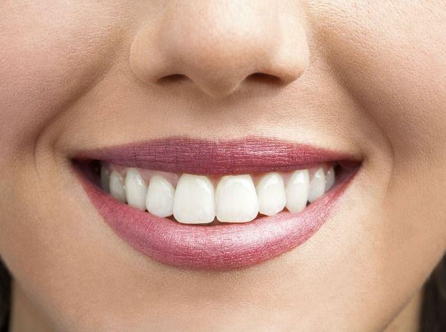 Biele zuby dosiahnete vďaka zubnej paste bez chemických látok.
