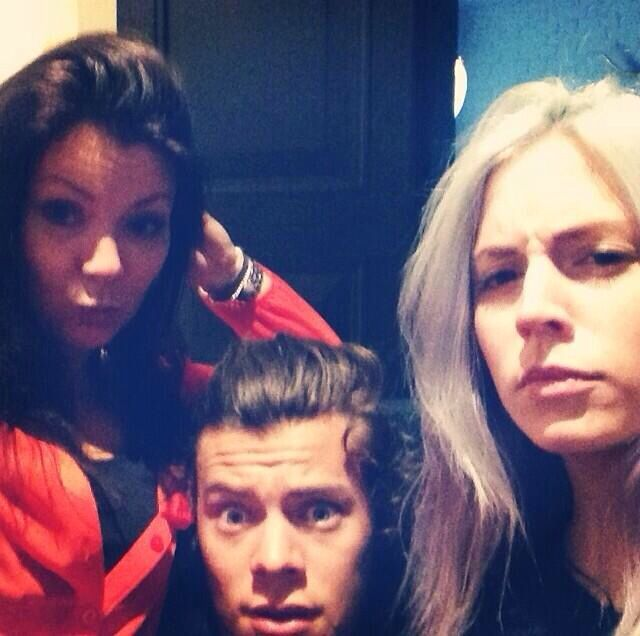 Harry Styles with his mom and sister...isn't the styles family adorable or what?!