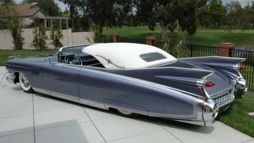A tuned 1959 Cadillac version...anything but discreet! Un Cadillac del 59 tuneado. La discreción brillar por su ausencia!