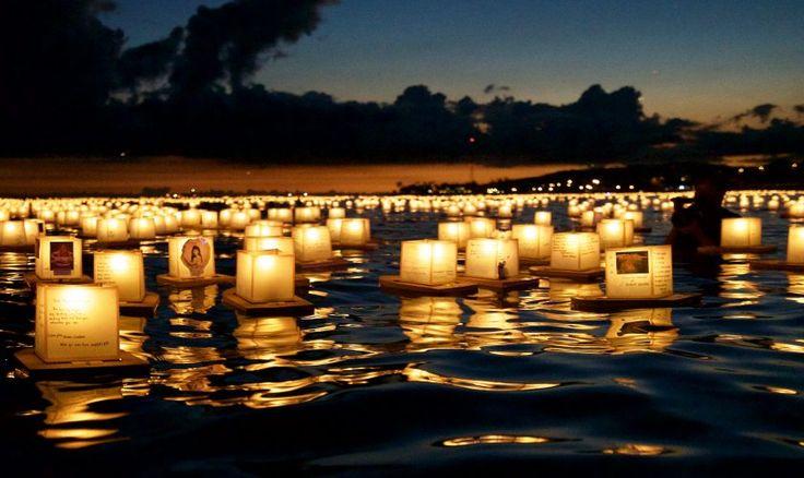 El festival de linternas flotantes de Hawaii