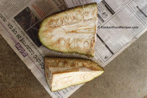 Raw Jackfruit - a Konkani cuisine favourite.  Prep to make delicious raw jackfruit curry (Kadge Gashi in Konkani) - KonkaniFoodRecipes.com