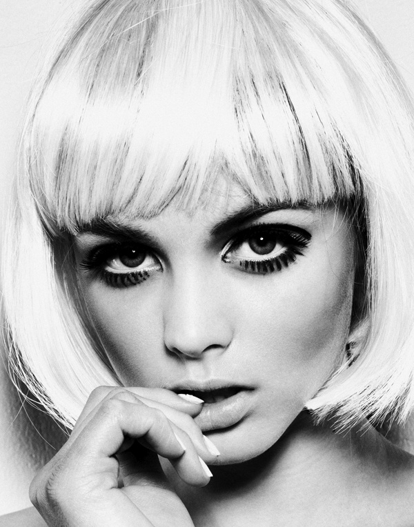 Love this blonde and the blunt angles. great change for spring.: Wicker Whatnot, Blunt Angles, Hair Makeup, Beautiful Faces, Glamourcri Inspiration, Amazing Bobs