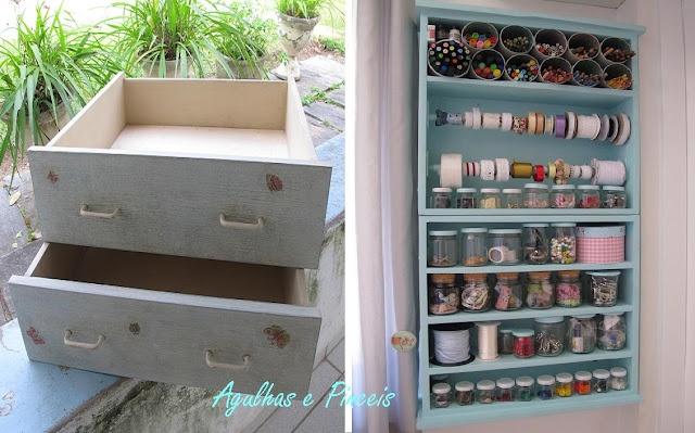 Agulhas e PinceisUpright Shelves, Old Drawers, Agulha, Prateleiras De, Clever Crafts, Organic Everything, De Gavetas, Crafts Supplies, Holding Crafts