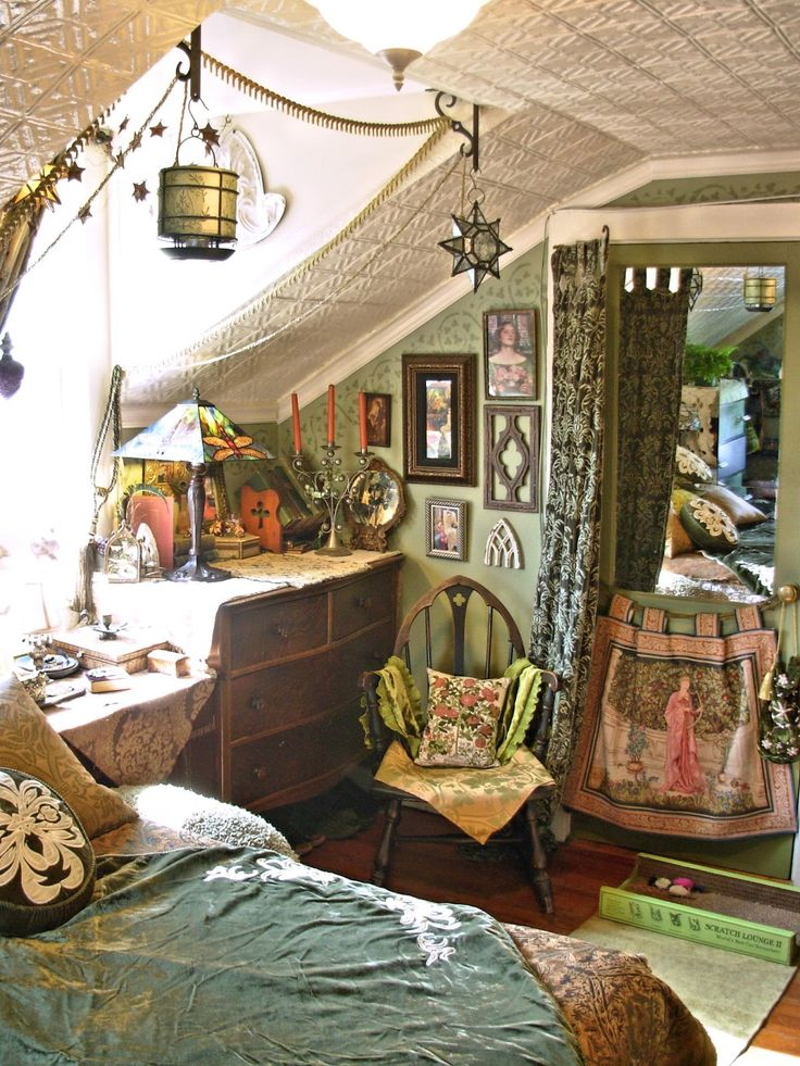 oh to have a tiny hideaway like this one full of whimsical trinkets and treasures - Hippie Bedroom Ideas