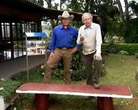 """Reportagem do Globo Rural do dia 16 de maio de 2010, onde mostra o americano Monty Roberts conhecido como """"O encantador de Cavalos"""", que faz a doma de cavalos sem judiar dos animais como a doma tradicional, ele faz a Doma Gentil como é chamada aqui no Brasil, reportagem do Nelson Araujo."""