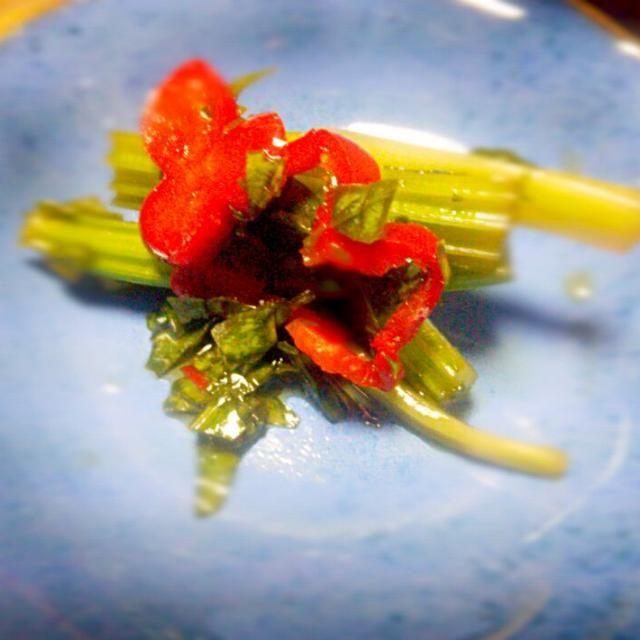 セロリの葉は刻んで 赤ピーマンも投入 - 27件のもぐもぐ - セロリの甘酢漬け by nonnob