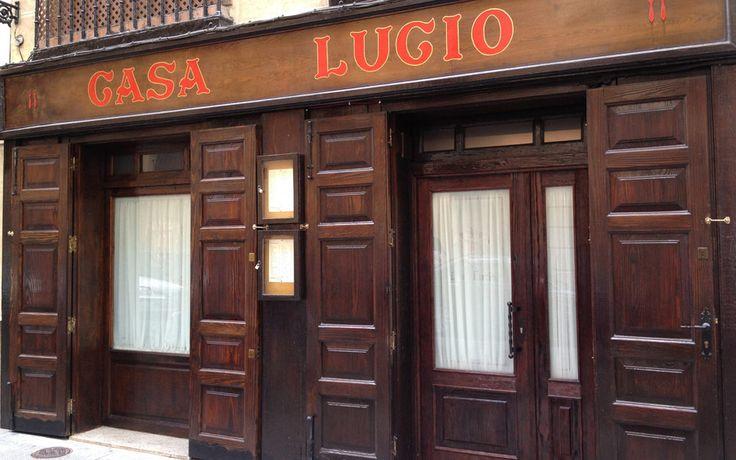 Madrid - Restaurante Casa Lucio | Amén de sus famosos huevos estrellados y los chistes de su propietario, recomendable en día frío su sopa castellana