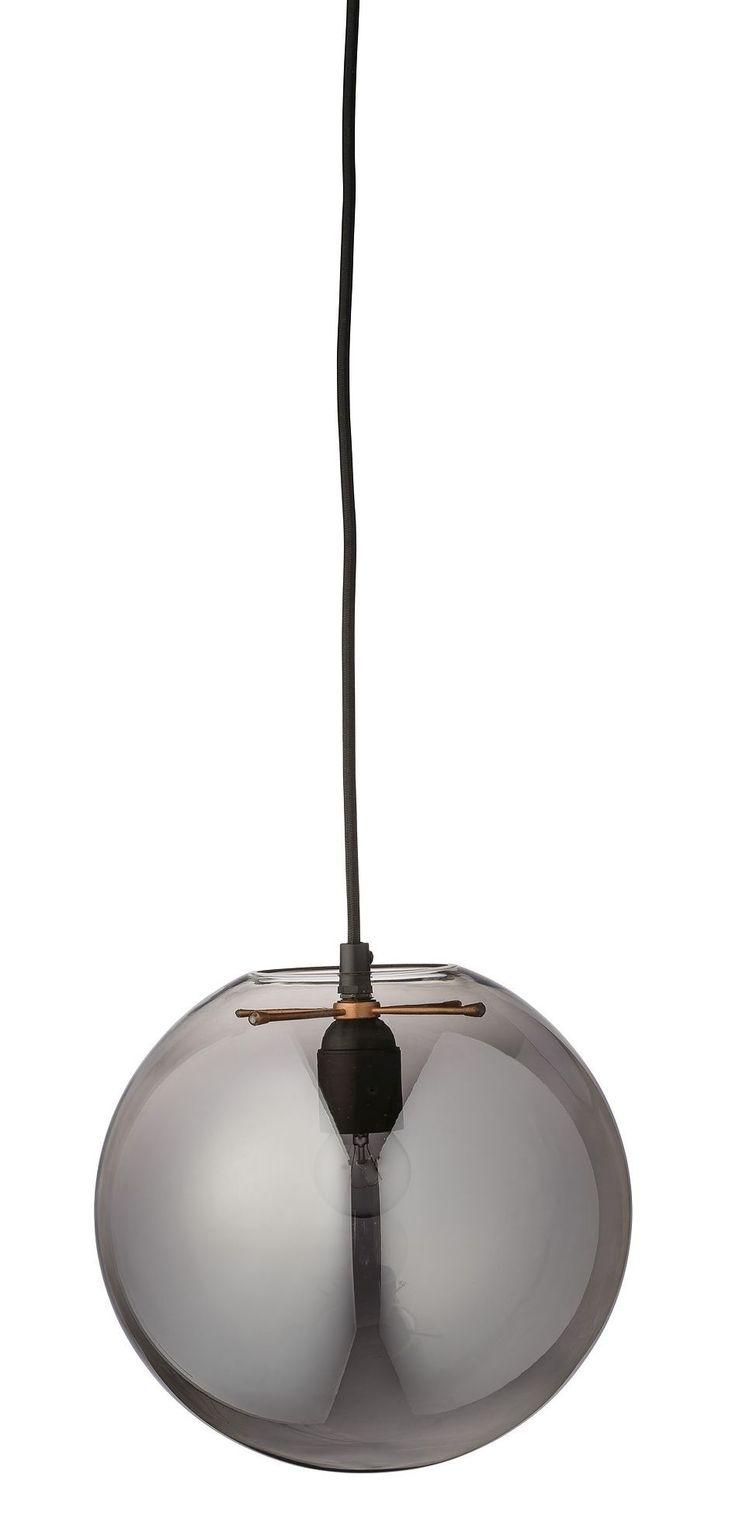 Elegante bloomingville hängelampe mit glaskugel bloomingville präsentiert ihnen in herrlich schlichtem und modernen industrialstil die