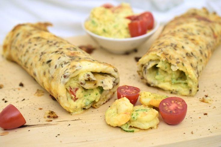 Hallo ihr Lieben,    heute gibt es einen Low Carb Wrap (ohne Ei!) mit Garnelen-Zucchini-Frischkäse-Füllung. Richtig lecker und ein echter Sattmacher. Mit dieser Garnelen-Füllung ist der Wrap vor allem für das Mittag- oder Abendessen zuhause geeignet. Würdest du ihn einpacken, stinkt es vermutlich ein bisschen nach