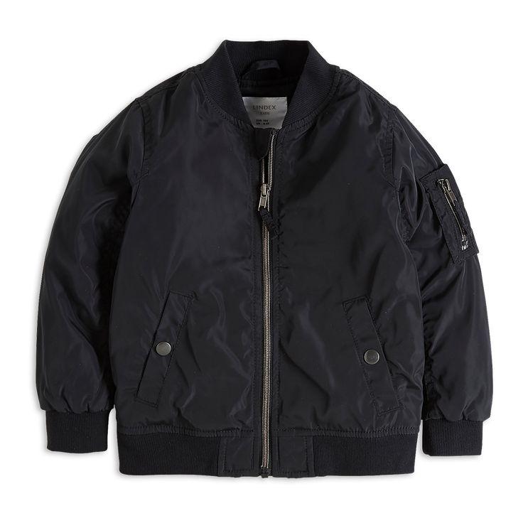 Kevyesti topattu bomber-takki, jossa on hieno, kiiltävä pinta. Saatavilla myös suuremmissa ko'oissa, jolloin sisarukset voivat halutessaan valita samanlaiset takit.