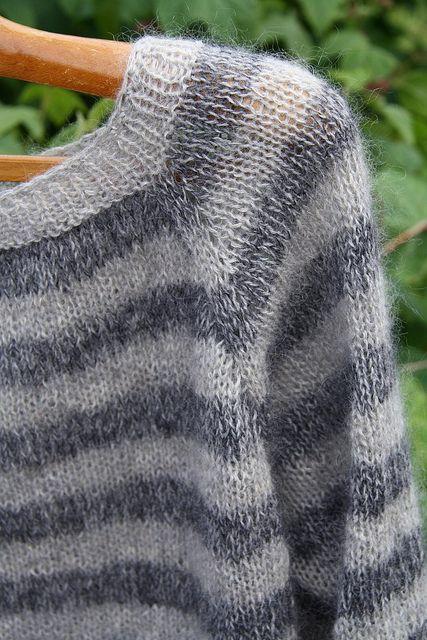 Raglansweater (knitting) by Liselotte Weller