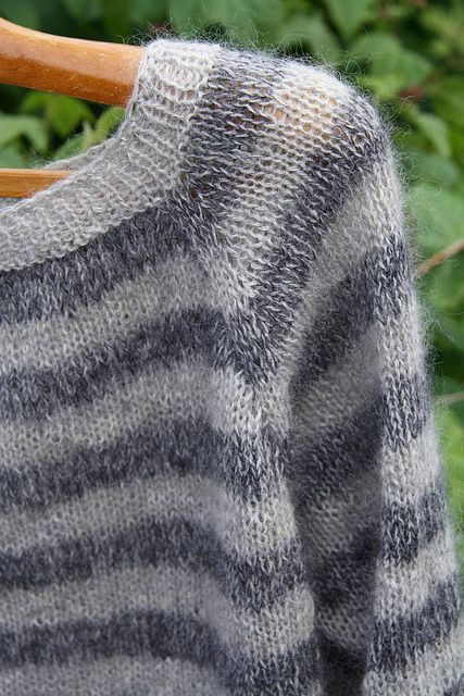 Raglansweater (knitting) by Liselotte Weller