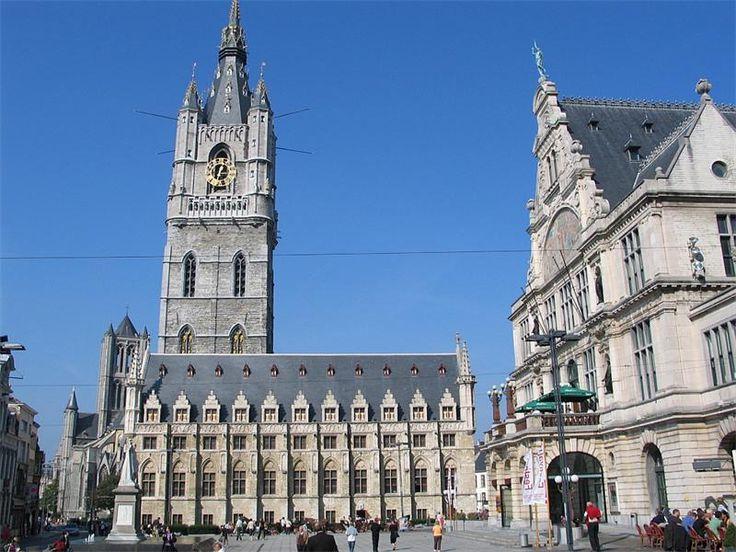 Беффруа и суконные ряды. Бельгия, Гент.(Belfort en Lakenhalle). Беффруа находится в центре Гента на площади Sint-Baafsplein в 700 м к юго-востоку от Графского замка, в непосредственной близости от с...