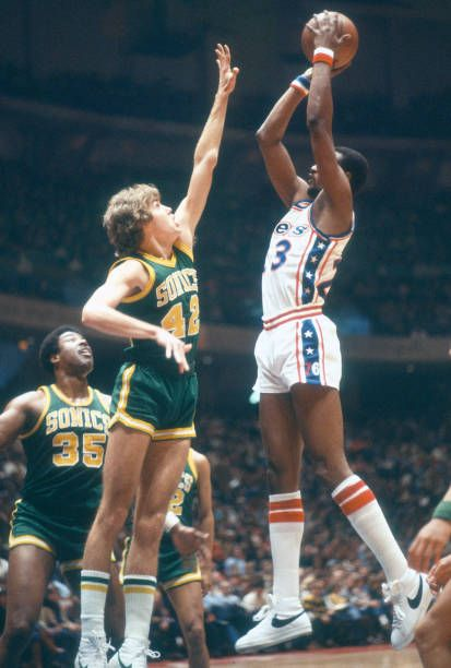 meet f5cfb 1847a Joe Bryant of the Philadelphia 76ers shoots over Wally ...