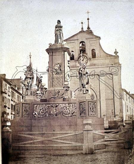 Iglesia del Buen Suceso. Enfrente, monumento efímero dedicado a la llegada de Isabel II