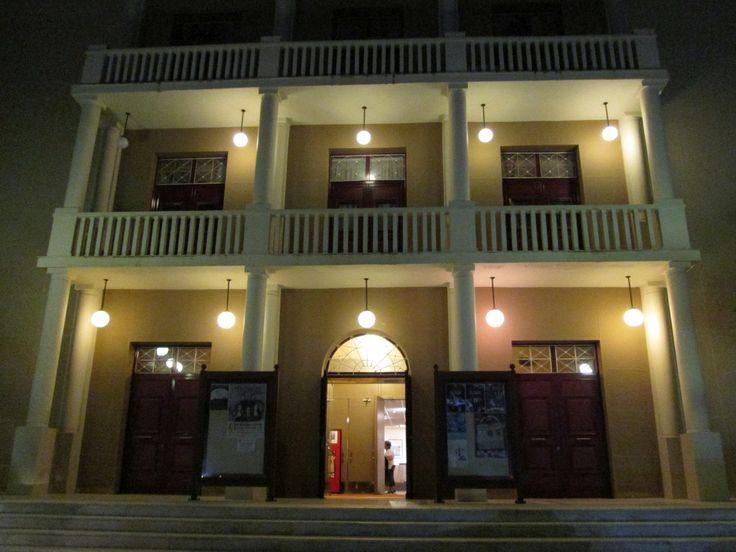 "https://flic.kr/p/perSXZ | 20140804_008 | Δημοτικό Θέατρο Αργοστολίου «Ο Κέφαλος» / Municipal Theatre ""O Kefalos"", Argostoli.  - - -  * Terrabook: Δημοτικό Θέατρο Αργοστολίου «Ο Κέφαλος». * Πέτρος Πετράτος: Η λειτουργία του θεάτρου Αργοστολίου ""Ο Κέφαλος"" κατά τη διάρκεια της ιταλογερμανικής κατοχής. * ArgostoliCulture.gr: Θέατρο Κέφαλος.  * Terrabook: Public Theater of Argostoli ""Kefalos"".  - - -   * Βικιπαίδεια: Αργοστόλι. * KefaloniaVisit.com: Το Αργοστόλι, η πρωτεύουσ..."