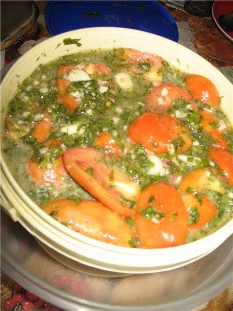 Зеленые помидоры (резанные) Зеленые или бурые помидоры4 кг Сухая горчица2 ст. ложки Чеснок1-2 головки Сахар1 стакан (200 г) Соль2 ст.ложки Уксус 9%0,5-1 стакан Петрушка и укроп (большие пучки)каждого по1 шт. Растительное масло0,5 стакана Горький перец (острый свежий)по вкусу и желанию.