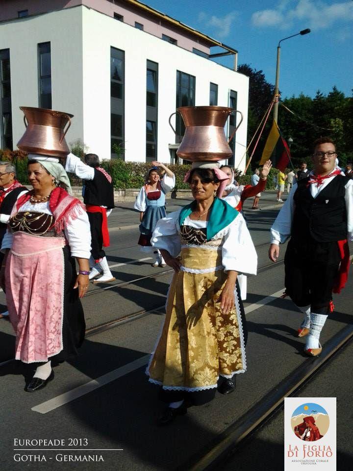 Il coro di musica abruzzese durante la Europeade del 2013 a Gotha - www.corolafigliadijorio.it