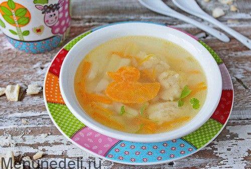 Картофельный суп с клёцками как в детском саду Ингредиенты:  Картофель — 300 г  Морковь — 60 г  Лук репчатый — 60 ч.л.  Яйцо куриное — 1 шт.  Масло сливочное — 18 г  Мука пшеничная — 60 г  Соль — 1 ст.л.  Бульон — 1.2 л  Зелень — по желанию для подачи