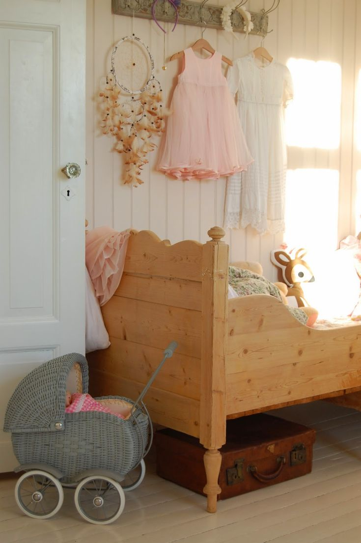 Kids room - Vintage bed - Chateau de Konstanse