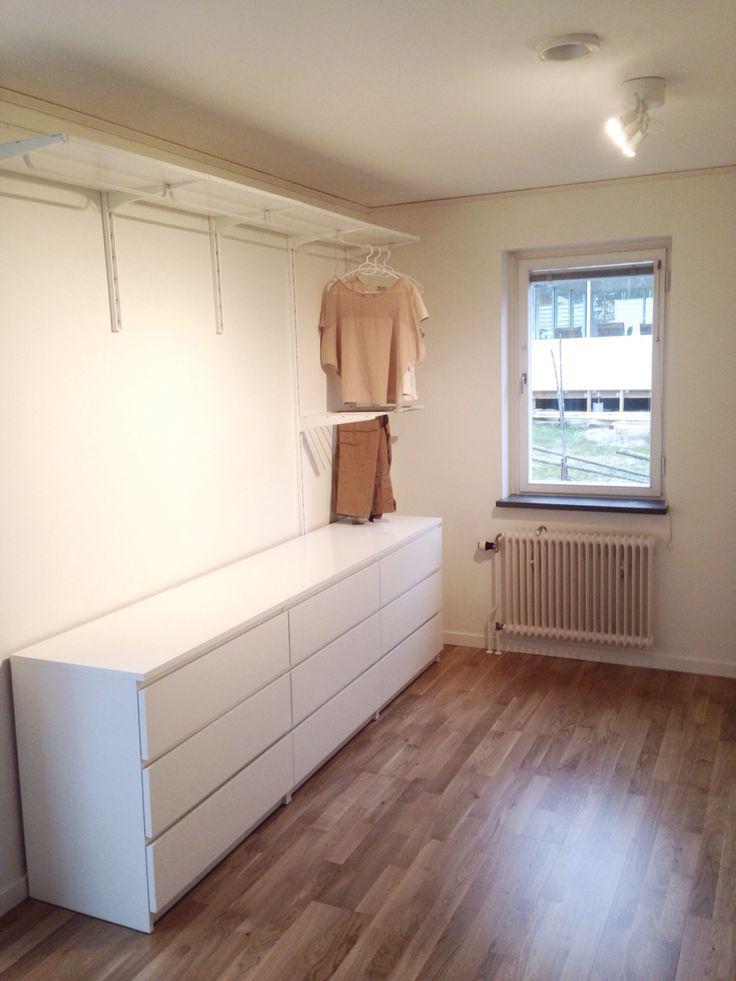 Grunden till nya klädkammaren är äntligen på plats. Walk-in closet. Wardrobe. Klädkammare. Klädförvaring. Algot Ikea.