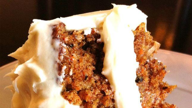 À tous les amateurs de gâteau de ce monde, cet article s'adresse à vous! Aujourd'hui, nous vous présentons l'une de nos recettes préférées tirées de Pinterest: un gâteau aux carottes avec glaçage au fromage à …