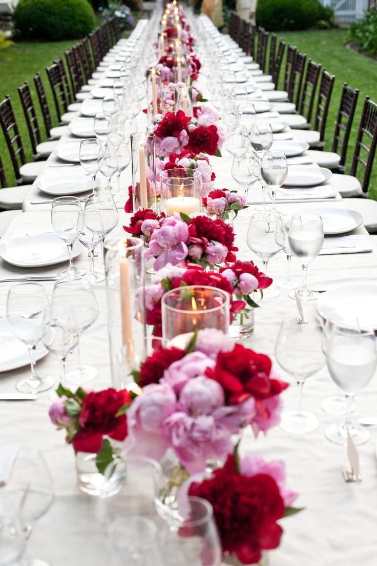 Montaje mesa imperial en tonos rojo, rosa y blanco. peony party|