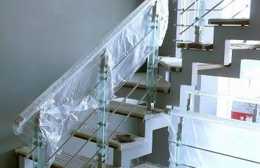 Лестница на сварном ломаном косоуре. Спроектирована и изготовлена компанией TitaniumStairs (Киев, Украина)