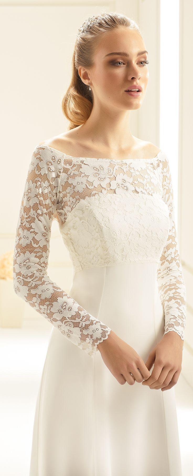 Our bolero E251 as perfect detail to compliete vintage wedding look! #biancoevento #biancobride #boleros #wedding #weddingideas #vintagewedding #bridalaccessories #bridalfashion