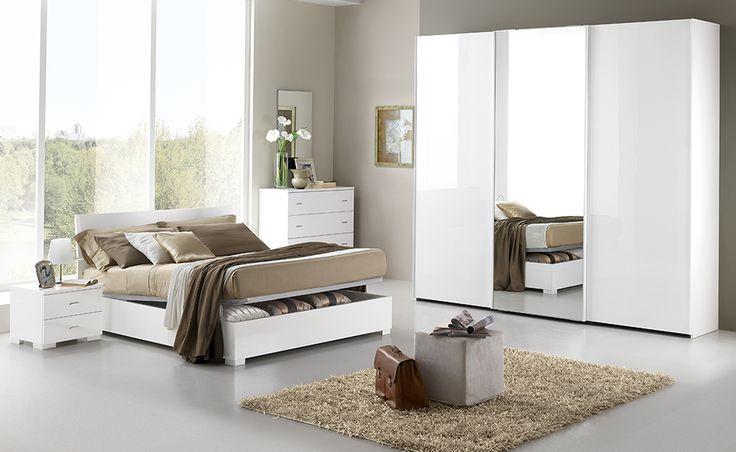 Con Freccia in bianco laccato hai una camera completa che esprime appieno il fascino moderno.