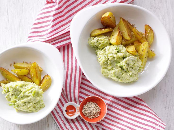 Rosenkohlpüree mit Sesamkartoffeln - Für 1 Erw. und 1 Kind (1–6 Jahre) - smarter - Kalorien: 487 Kcal - Zeit: 35 Min. | eatsmarter.de Dieses Rosenkohlpüree stellt jeden Kartoffelbrei in den Schatten.
