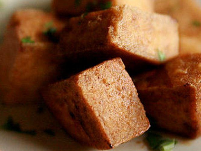 Si no te gusta comer queso de origen animal, esta receta de tofu acaramelado te ecantará.