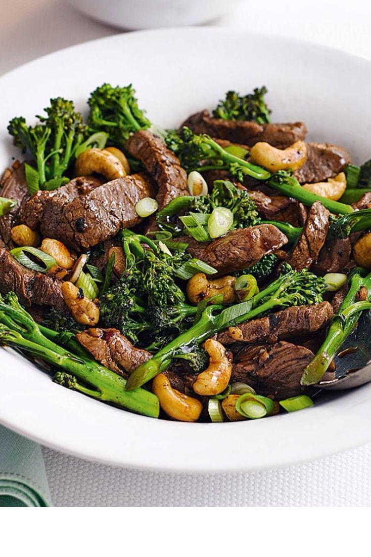 For a speedy and delicious dinner that's ready within 20 minutes try this fragrant and healthy Chinese stir-fried beef with broccoli and cashew nuts.