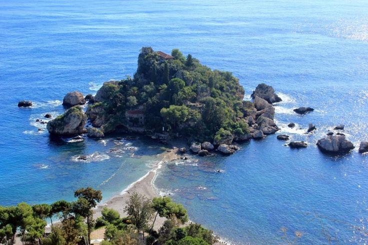 Isola Bella in estate. #frankmanga per Villla Almoezia a Taormina, Sicily #villaalmoezia: Charming b&b