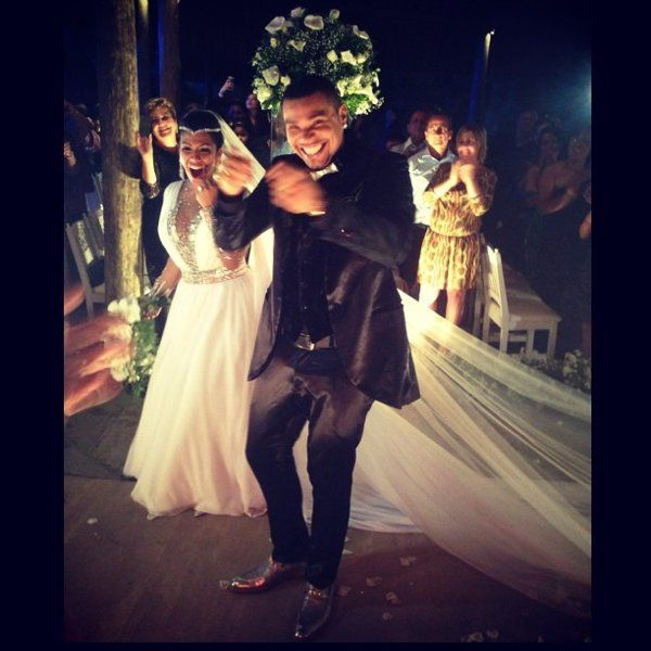 Veja fotos do casamento do cantor Naldo com a Mulher Moranguinho - Yahoo OMG! Brasil