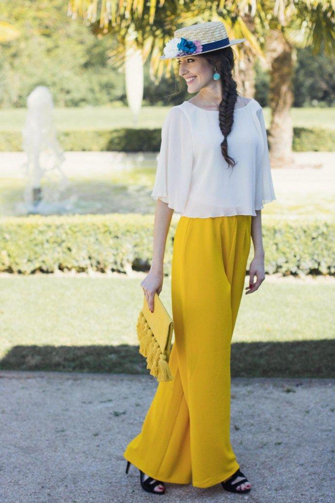 e5e7e0ec32 Invitada boda pantalón amarillo mostaza tocado