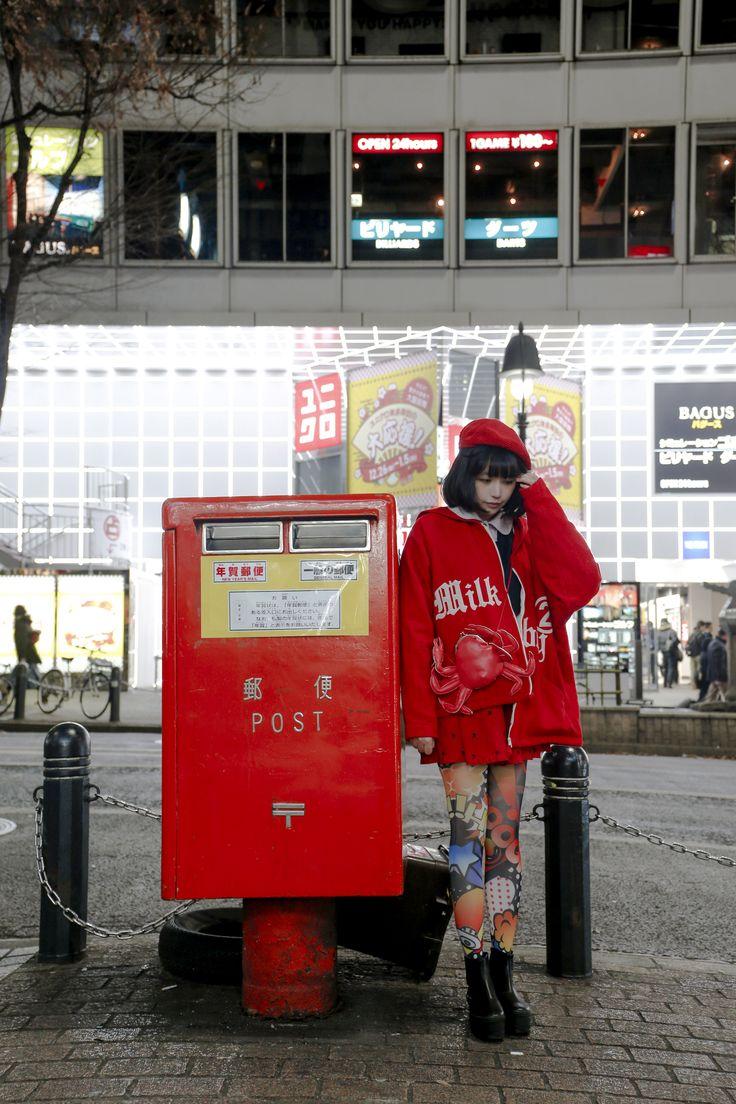 at shibuya coat:milkboy hat:niko and... bag:village vanguard