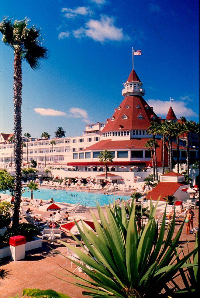 The Hotel del Coronado with a vintage touch. By Robert Chartier. #coronado #sandiego #hoteldel