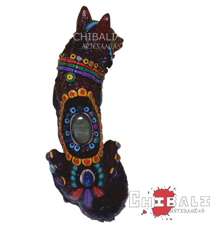 #Lobo DEMES-LOB01  Alto: 35 cm Ancho: 18 cm Lado: 29 cm  Como muchas de las piezas de este album cuenta con piedras de #obsidiana, el terminado de la parte traera es ¡fenomenal!.  #CHIBALI #ARTESANIAS